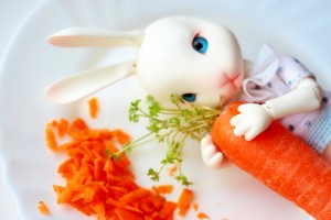 Открытка: Заяц с морковкой