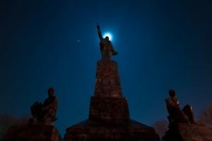 Открытка: Ленин в ночи