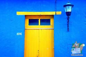 Открытка: Желтые двери