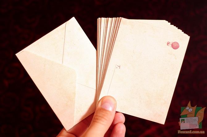 Набор карточек и конвертов в металлической упаковке.